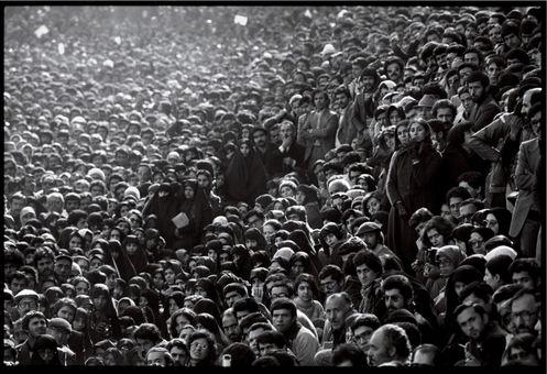 عکس هایی از زمان انقلاب و تظاهرات مردم و درگیری آنها با ارتش توسط دیوید برنت