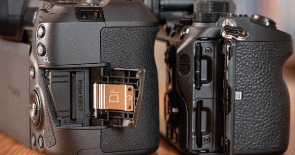 مقایسه دوربینهای sony alpha a7R lll و Canon EOS R  باتری